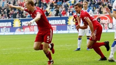 Jubelt nach seinem Tor zum 2:1: Christoph Klarer (l).