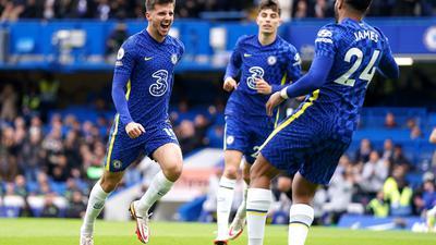 Der FC Chelsea um Torschütze Mason Mount, Kai Havertz und Reece James (l-r) feierte einen Galasieg.