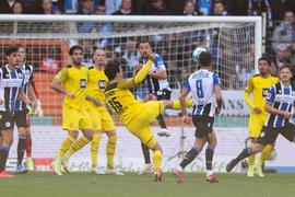 Dortmunds Torschütze Mats Hummels (M.) erzielt den zweiten Treffer.