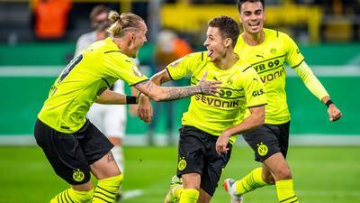 Thorgan Hazard (M.) traf doppelt für den BVB.