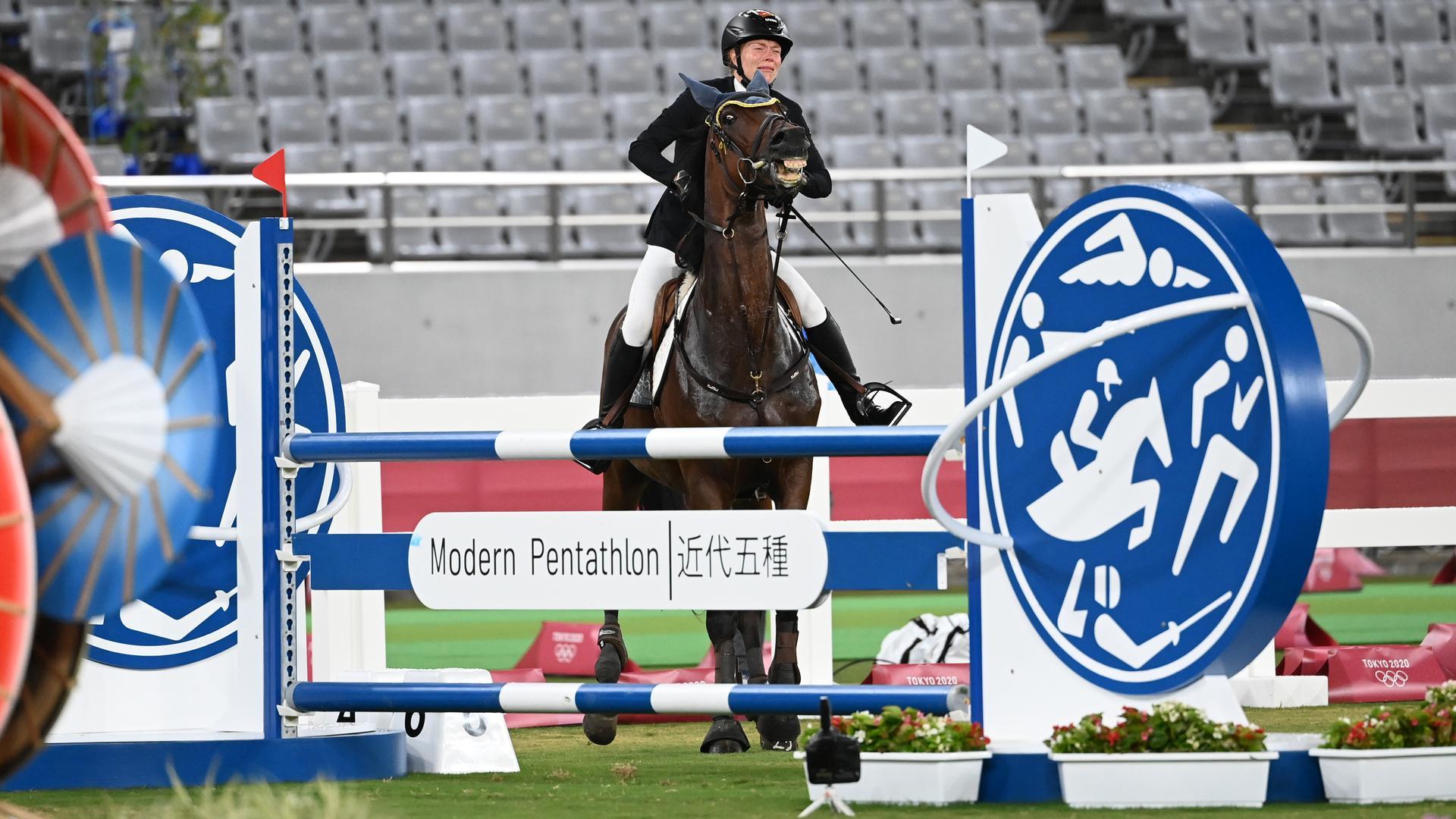 Das Pferd Saint Boy von Annika Schleu aus Deutschland verweigert den Sprung.
