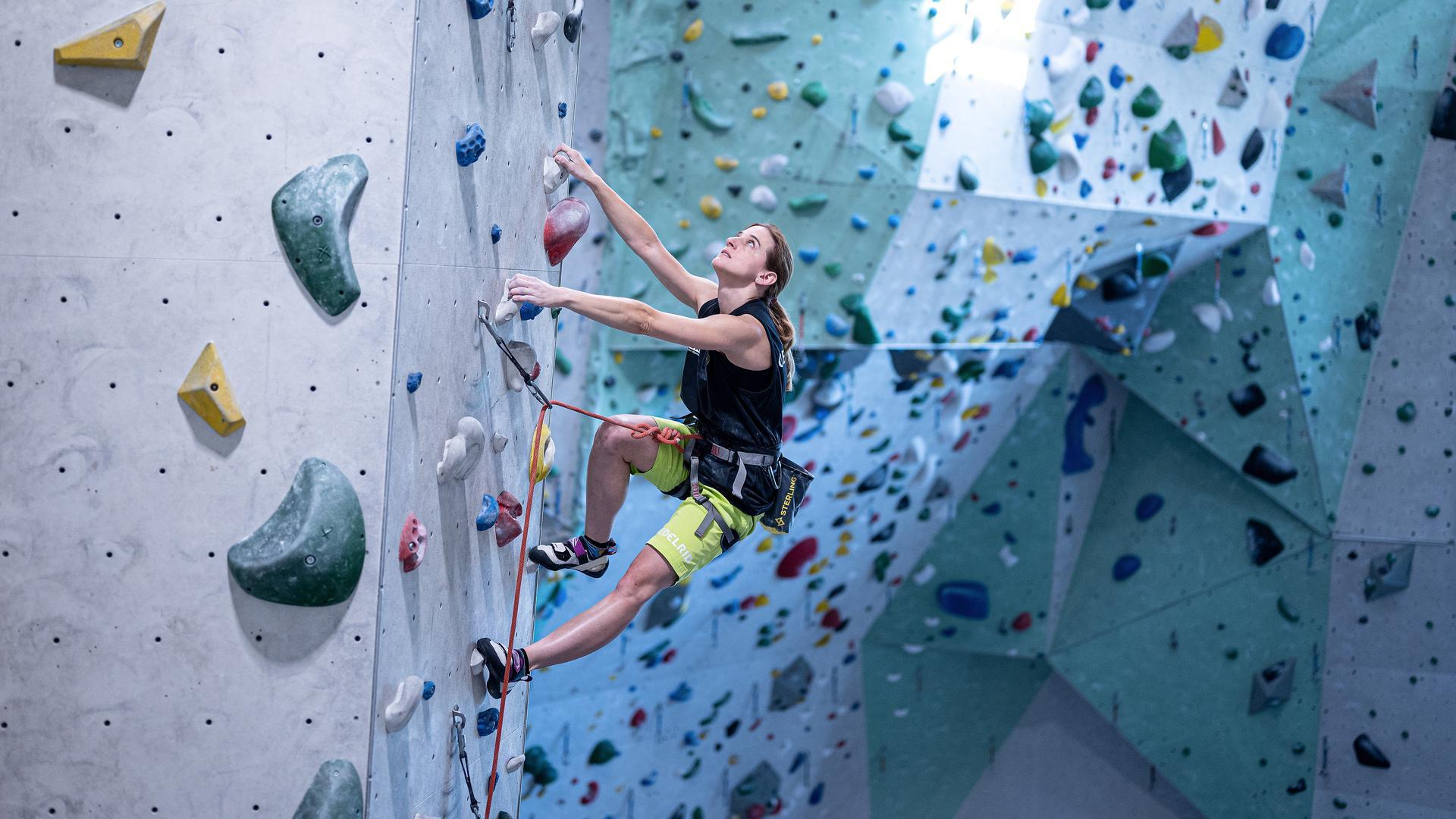 Vanessa Weber im Kletterzentrum des  Alpenverein Karlsruhe (DAV).  GES/ Klettern/ Paraclimbing, Vanesssa Weber, 07.07.2020